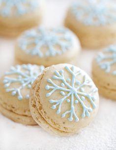 Snowflake Macarons filled with Vanilla White Chocolate Ganache by epicureanmom #Macaron #Snowflake