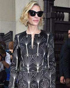 Cate Blanchett é uma das convidadas do desfile alta-costura inverno 2016 da @armani Privé, que acontece agora em Paris. (foto: Getty Images) #armaniprive #hautecouture #giorgioarmani #fashion