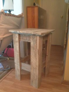 Pallet end table that I made