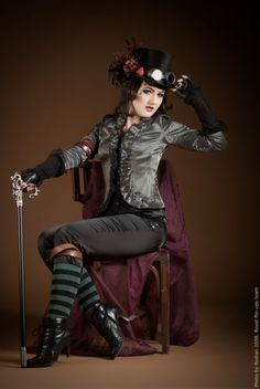 Steampunk its more than an aesthetic style, it's the longing for the past that never was. In Steampunk Girls we display professional pictures, and illustrations of Steampunk, Dieselpunk and other anachronistic 'punks. Some cosplay too! Chat Steampunk, Moda Steampunk, Style Steampunk, Steampunk Couture, Steampunk Cosplay, Victorian Steampunk, Steampunk Clothing, Steampunk Fashion, Victorian Fashion