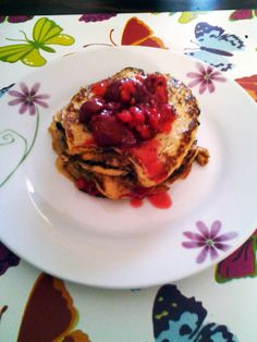 the PERFECT breakfast❤ pancakes (2eggs 1banana) with redcurrent and sour-cherry puree