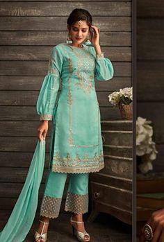 Indian Bridal Fashion, Indian Fashion Dresses, India Fashion, Indian Outfits, Tokyo Fashion, Street Fashion, Punjabi Suits Designer Boutique, Indian Designer Suits, Simple Kurti Designs