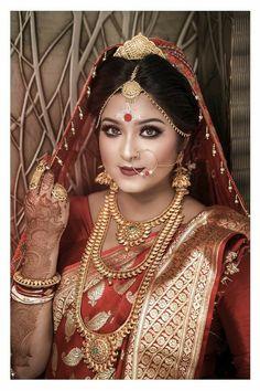 Desi Girl Image, Girls Image, Indian Silk Sarees, Indian Beauty Saree, Beautiful Indian Brides, Bengali Bridal Makeup, Bindi, Married Woman, Traditional Looks