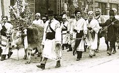 Carolers dressed in traditional clothing. Photo from the interwar era.