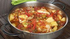 Bruno Oteiza prepara una cazuela de bonito con tomate, pimiento, cebolleta y patatas al vapor.