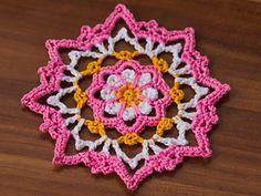 Small Flower Doily - free crochet pattern in English and German by Carmen Rosemann / mycrochetprojects.