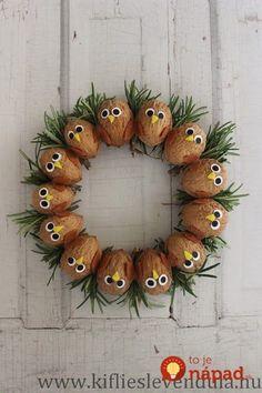 19 krásnych nápadov na jesenné dekorácie, ktoré si viete zhotoviť celkom sami: Tešiť vás budú celé mesiace! Cute Crafts, Diy And Crafts, Crafts For Kids, Arts And Crafts, Christmas Crafts To Sell, Handmade Christmas Decorations, Christmas Ornaments, Acorn Crafts, Pine Cone Crafts