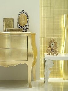 Came across this when researching how to colour coordinate a room around one wall of gold and black and Klimt art arrangement. Turns out by geneva