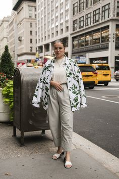 InStyle is back with its Fashion Week street style gallery exclusively dedicated to plus-size women. Curvy Fashion, Plus Size Fashion, Petite Fashion, Fall Fashion, Fashion Black, Style Fashion, Curvy Street Style, Curvy Style, Petite Style