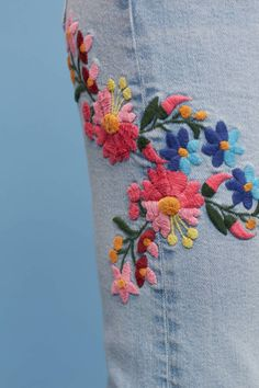 Related image Baby Embroidery, Floral Embroidery, Embroidery Stitches, Jean Embroidery, Jeans Refashion, Diy Jeans, Embroidered Mom Jeans, Making Fabric Flowers, Flower Making