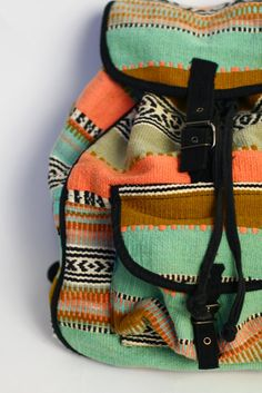 Vintage Backpack made from a blanket! Love the colors. I could probably own a thousand backpacks like this and never get tired of them. Vintage Backpacks, Cute Backpacks, Girl Backpacks, Hippy Chic, Urban Chic, Backpack Purse, Cute Bags, My Bags, Purses And Handbags