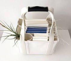 書類が縦に並べられるのは、トートを仕事で使う人にとっては納得の便利さですよね。