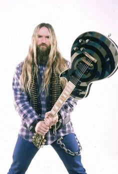 No one abuses a Les Paul quite like this guy! He is holding his legendary axe in hand Guitar Chords Beginner, Rock And Roll Fantasy, Easy Guitar, Guitar Tips, Black Label Society, Best Guitar Players, Zakk Wylde, Classic Rock And Roll, Cool Electric Guitars