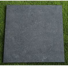 Turn your garden into a stylish entertaining space with our exclusive Denver Anthracite outdoor porcelain slab. Manufactured in a premium 20mm slab they're incredibly practical and hard-wearing and able to withstand anything the British climate can throw at them!