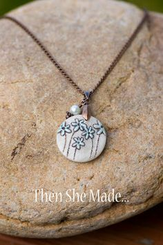 http://www.thenshemade.com/2011/08/word-pendant-tutorial.html  Forget-me-nots