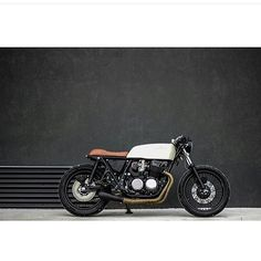 Something about this bike makes it stand out. What do you think it is? Great pic @caferacertimes