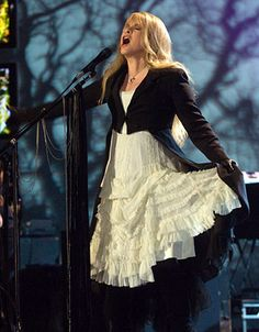 @Esther Aduriz Palenschat : I'll take the Stevie Nicks of today over the 20-year old one, any day of the week.