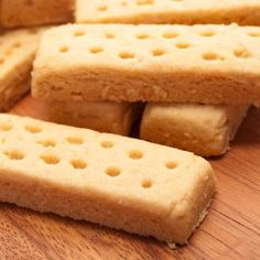 Maple Walnut Shortbread Recipe from Our 50 Best Cookie Recipes (Slideshow) Canadian Dishes, Canadian Cuisine, Canadian Food, Canadian Recipes, Canadian Culture, Shortbread Biscuits, Buttery Biscuits, Shortbread Recipes, Galletas Cookies