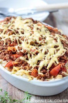 Cremoso é a palavra chave dessa receita: o creme de queijo e o molho bolonhesa fazem esse macarrão de forno chegar num nível completamente novo de delícias de massas.