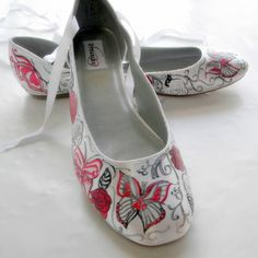 this shop sells gorgeous hand painted shoes... so sad I can't afford a pair :/ Maybe try to DIY ?