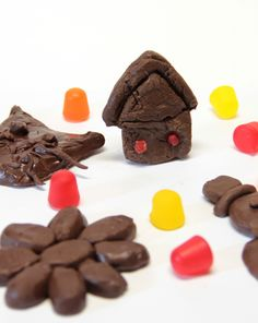 Make a batch of chocolate clay to teach kids the art of molding and sculpting. Working with their hands has never been this much fun.
