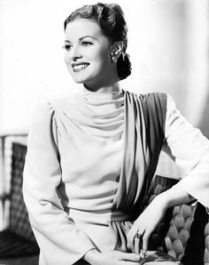 Maureen O'Hara, 1941 - love her whole immensely sophisticated look here.