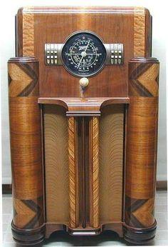 1939 Zenith art deco floor radio