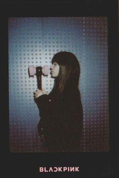 BLACKPINK Lisa ~ polaroid photo