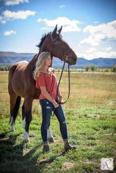 Amazing senior pictures with horses // photo by Allison Ragsdale Photography