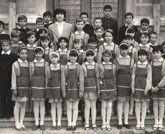În calitate de elev, pe vremea aceea, trebuia sa fii îmbracat corespunzator, la intrarea în scoal...
