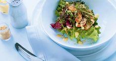 Cette recette de salade tiède au poulet est sublime! Le tendre poulet réchauffe les légumes ce qui donne un mélange divin, en plus de la vinaigrette à la mangue et au sésame. Sesame, Cabbage, Tacos, Vegetables, Ethnic Recipes, Food, Macaroni, Chicken Strips, Mango