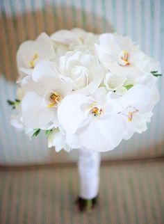 wedding photography - jana morgan photography - real wedding - usa - hawaii - maui - lahaina wedding - merriman's kapalua - francine & burt - bridal bouquet - phalaenopsis orchids