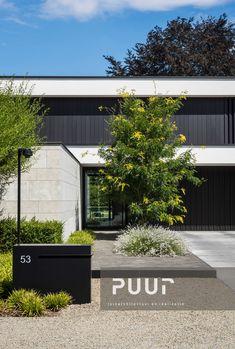 Strakke tuin met moderne voortuin PUUR groenprojecten tuinarchitectuur - tuinaanleg Alken