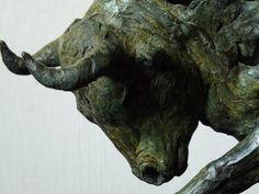 Tormenta-storm is een woeste bronzen stier.| bronzen beelden en tuinbeelden van Jeanette Jansen |