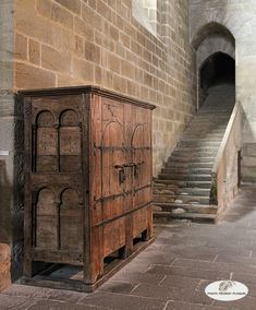 Chateau Medieval, Medieval Gothic, Renaissance, Medieval Life, Medieval Furniture, Gothic Furniture, Primitive Furniture, Antique Furniture, Old Cabinets