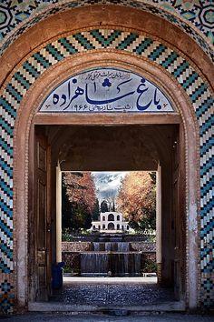 Una ojeada al jardín de un palacio persa, Irán