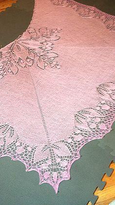 Ravelry: Avignon shawl pattern by bunnymuff