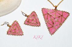 #peyote #beaded #set #pendant #necklace #earrings #peyotestitch #beadedpendant #beadedearrings #beadedjewelry #beadedjewellery #jewerly #jewellery #geometric #triangle #pink #gold #motifs #handmadegift #handmadejewellery #handmadejewelry #jewels