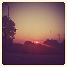Zachód słońca nad torami za Fińskimi Domkami │ fot. diabli nadali