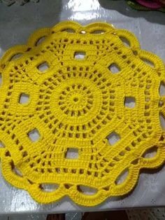No pattern, picture only. Crochet Dollies, Crochet Cap, Crochet Round, Crochet Home, Thread Crochet, Crochet Motif, Crochet Placemat Patterns, Crochet Flower Patterns, Crochet Flowers