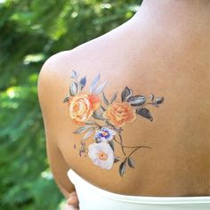 Small Flower Tattoos For Women, Floral Back Tattoos, Colour Tattoo For Women, Beautiful Flower Tattoos, Flower Tattoo Back, Flower Tattoo Shoulder, Cute Small Tattoos, Girly Tattoos, Mom Tattoos