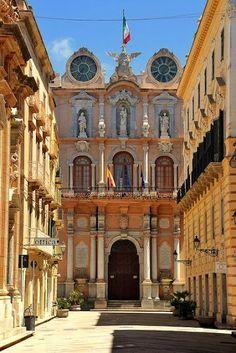 Corso Vittorio Emanuele e il Palazzo Senatorio a Trapani - Sicilia - #Yamadu