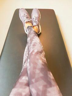 MY NEW LOVE   new favorite tight and new favorite sparkling NIKE AIR HUARACHE ❤ ➖➖➖➖➖➖➖➖➖➖➖➖➖ #pilateszeit #pilatesdüsseldorf #pilates #cindyrella #love #activewear #sports #fashion #nike #huarache #beautiful #legs #legday #workout #fitmum #goodjob #fit #fitness #barreworkout #xtendbarre #ballettfitness #düsseldorf #ballett #balletworkout #body #great