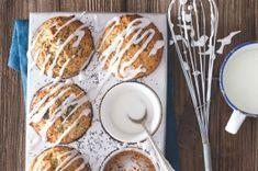 Čokoládové muffiny s banánem a kokosem | Apetitonline.cz French Toast, Menu, Bread, Breakfast, Food, Cakes, Lemon, Menu Board Design, Morning Coffee
