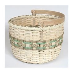Many simple basket patterns are easy for beginners and are great projects for the whole family. Free basket patterns including basket weaving patterns with instructions for beginners. Garden Basket, Plant Basket, Bamboo Basket, Basket Bag, Wicker Baskets, Woven Baskets, Sisal, Basket Weaving Patterns, Patterned Sheets