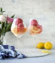 - How Sweet Eats Lemon Raspberry Sorbet Prosecco Floats. - How Sweet Eats Party Drinks, Cocktail Drinks, Fun Drinks, Cocktail Recipes, Alcoholic Drinks, Beverages, Drinks Alcohol, Drink Recipes, Champagne Cocktail