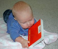 Looking for tips for reading with babies or toddlers? Don't miss these ideas from an experienced mom of six!