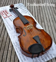 Life sized violin cake for an accomplished violinist. Everything is edible except for the strings. Violin Cake, Piano Y Violin, Cello, Violin Music, My Birthday Cake, Birthday Desserts, Violin Tumblr, Fondant Cakes, Cupcake Cakes