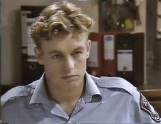 Simon Denny (Simon Baker) in E Street