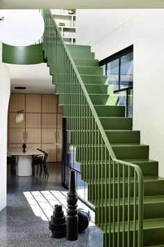 The Dulux Colour Awards 2019 Residential Interior winner: Caroline House, designed by architects Kennedy Nolan. Architecture Résidentielle, Australian Architecture, Victorian Architecture, Architecture Graphics, Edwardian Haus, Kennedy Nolan, Caroline Kennedy, Green Painted Walls, White Walls